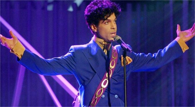 Prince aurait été traité pour une surdose d'opiacé six jours avant sa mort.