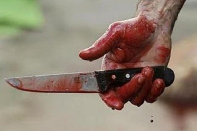 Des coups et blessures à l'arme blanche à l'encontre de fonctionnaires publics